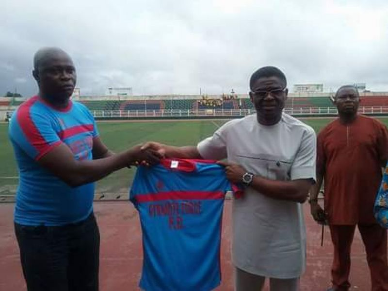 Dynamite Force chaiman and owner Benard Jomah presenting club kits to Edo deputy governor Phillip Shaibu recently at the Samuel Ogbemudia stadium in Benin city.